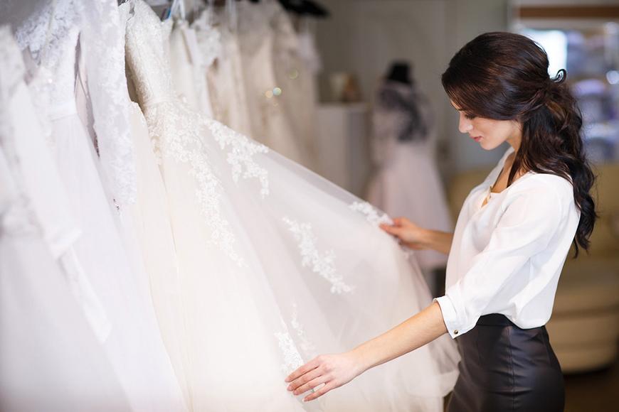 با انتخاب لباس عروس رویایی خود فقط چند دقیقه فاصله دارید