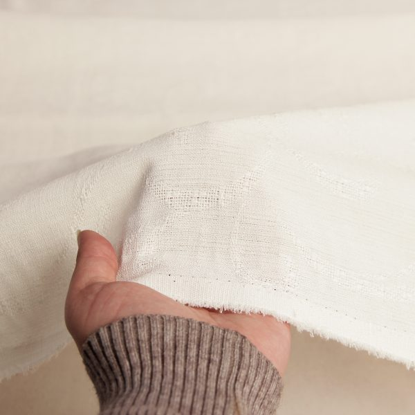 رنگ شیری پارچه شانتون طرح دار سامینا - روچی